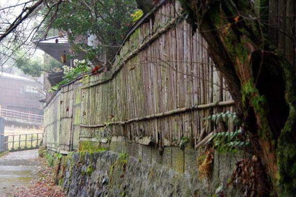 川沿いの塀の補修