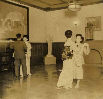 昭和42年頃会議室でダンス